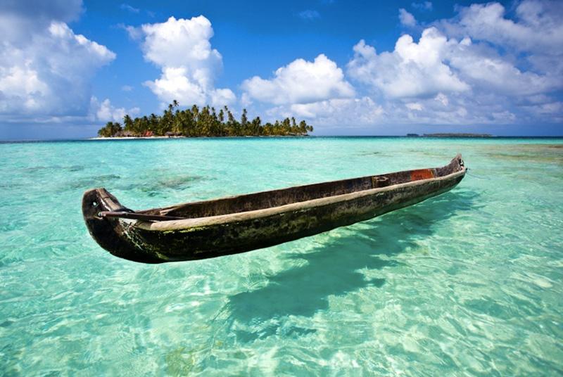Сан-Блас, Панама В каких-то 20-ти минутах езды на лодке от столицы Панамы находится архипелаг Сан-Блас. Состоит он из 378 островов и рифов, дно в окрестностях архипелага просматривается на любой глубине.