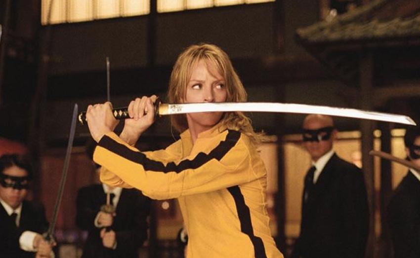 Катана — абсолютное оружие Мечом японских самураев киногерои могут не только расправляться со своими врагами, но и уворачиваться с помощью него от пуль — их они просто-напросто разрубают в воздухе. Проделать такое в реальности возможно, но только тренированному многие годы бойцу, обладающему завидным везением и скоростью реакции. Для всех остальных смертельный номер действительно окажется смертельным.