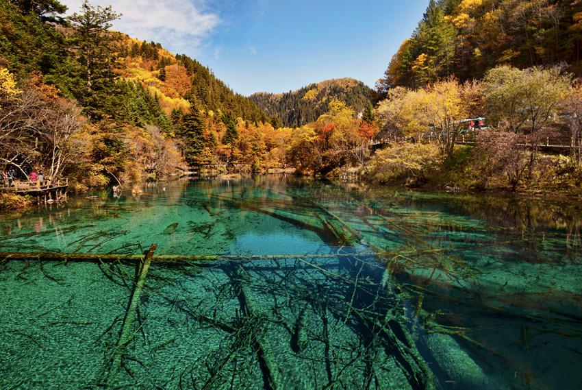 Цзючжайгоу, Китай Заповедник «Долина девяти деревень» на севере провинции Сычуань занимает территорию в 720 км². Национальный парк состоит из трех долин, в каждой из которых находится множество природных достопримечательностей.