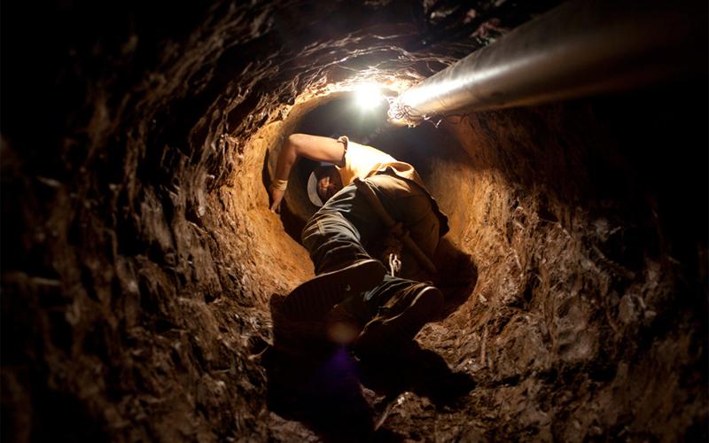 Витватерсранд ЮАР Глубина: 4500 метров Никакая вентиляция не спасает рабочих на такой невероятной глубине. По утверждениям владельцев, современная технология охлаждения легко снижает температуру с адских 65 до вполне приемлемых 28 градусов Цельсия. Бросьте, современная технология в Южной Африке?