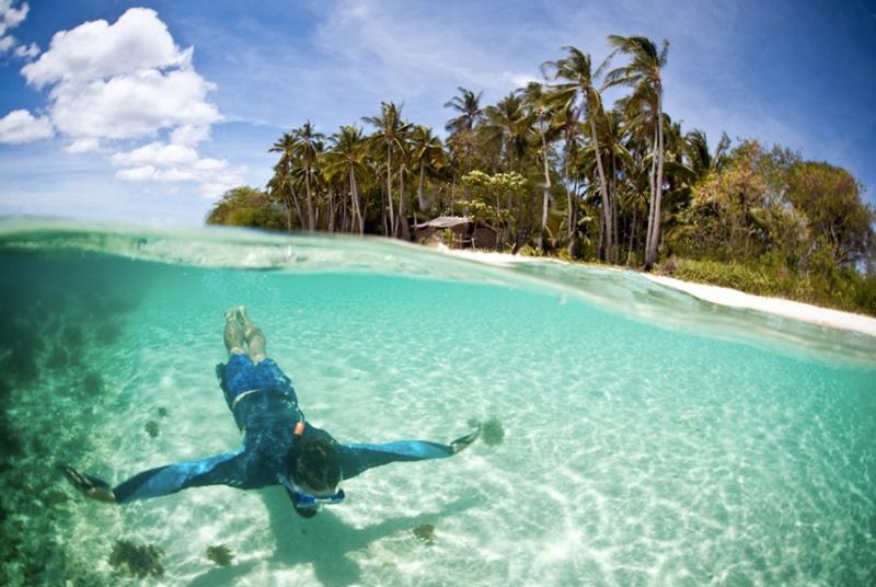 Остров Линапакан, Филиппины Остров славится нетронутой природой, белоснежными пляжами и чистейшей водой. Место находится вдали от растиражированных достопримечательностей, поэтому здесь нет толп случайных туристов.