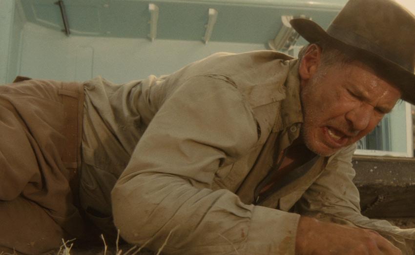 Пережить ядерный взрыв в холодильнике В киноленте «Индиана Джонс и Королевство xрустального черепа» герой Харрисона Форда спасается от ядерного взрыва в освинцованном холодильнике. На практике же подобный план действий во время ядерной катастрофы годится лишь для Индианы Джонса. В таком импровизированном укрытии легко оказаться запертым под обломками. Инструкция по выживанию в ядерной войне для гражданского населения рекомендует укрыться в ближайшем наиболее защищенном здании.