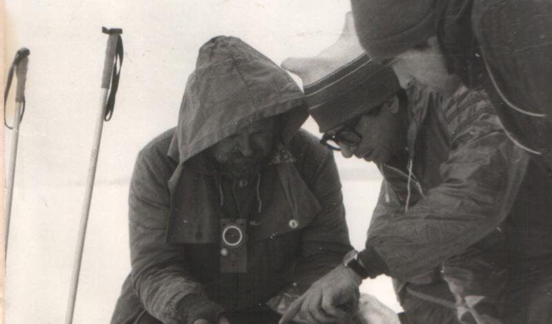 У лыжников присутствовали свои нюансы, которые добавляло холодное время года. То есть, они должны были знать, какие опасности в себе таят передвижение по снегу, по льду, во время метели и так далее.