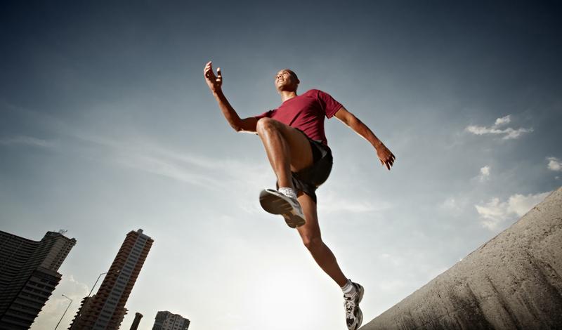 Пищеварительная система Странно, но бег положительно влияет даже на наш желудок. Бегая, вы стимулируете перистальтику кишечника. Активнее начинают работать желудок и поджелудочная железа, а печень, куда попадает более насыщенная кислородом кровь, выполняет свои функции значительно лучше.