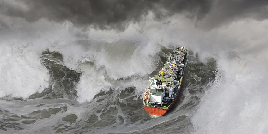 Сестры-убийцы Океанологи были уверены, что гигантские волны-убийцы могут возникать только в Мировом океане. До того момента, как подтвердились данные о гибели грузового судна «Эдмунд Фицжеральд», произошедшей на озере Верхнее, США. Как выяснилось, на этом озере местные жители уже много лет наблюдают удивительный феномен: несколько раз в год, поверхность воды рождает три идущие друг за другом огромные волны, высотой около 25 метров каждая. Они получили название «Три сестры».