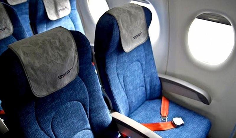 Турбулентность Турбулентность является страшным кошмаром для многих пассажиров, боящихся летать. Надо сказать, что сама турбулентность очень редко приводит к катастрофам. Но вот во время тряски салона, повреждения (и довольно серьезные), могут с легкостью получить те пассажиры, кто пристегиваться не стал.
