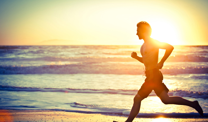 Мозги Вы наверняка слышали от многих бегунов о так называемом состоянии потока, в которое они входят спустя десять-пятнадцать минут бега. Эта своеобразная медитация очищает ваш мозг от лишних мыслей, позволяет легче фокусироваться на действительно важных делах и не тратить времени на лишнюю рефлексию. Собственно, только этого пункта хватает для того, чтобы перестать откладывать занятия на потом и пойти бегать прямо сейчас.