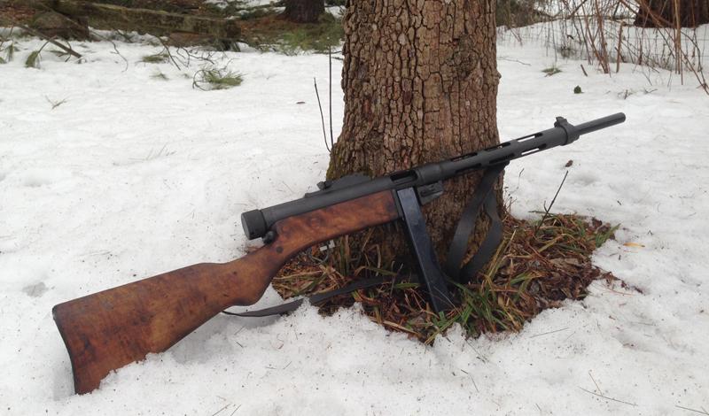 Эффективность Suomi, несмотря на некоторые нарекания, стал, все же, весьма эффективным и надежным оружием — чуть ли не лучшим в своем классе. Он прекрасно подходил для использования при экстремально низких температурах, что было очень актуально для Финляндии, особенно в зимнее время. Собственно, именно высокая эффективность оружия, так впечатлившая бойцов Красной Армии во время советско-финской войны 1939 года, повлияла на расширение производства и стремлению к массовому вооружению ПП всего рядового состава РККА.