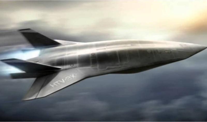 Беспилотник? Концепция всех последних военных конфликтов, в которых участвовали США, сводилась к попыткам максимально снизить потери личного состава. Судя по всему, новый SR-72 будет этому требованию отвечать полностью. Самолет способен летать без пилота, управляемый с наземной базы. Каким образом инженеры компании собираются реализовать постоянный контроль над машиной, способной за несколько часов преодолеть полмира, пока неизвестно.