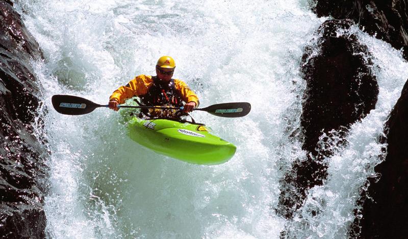 Алтай Общая длина алтайских рек превышает 62 тысячи километров. Крупнейшая, и самая интересная река региона — Катунь, куда ежегодно собираются тысячи туристов. Профессионалы предпочитают более быстротечные Башкаус и Бию. Есть здесь и свои водопады, преодолевать которые отваживаются только самые искушенные «сплавщики».