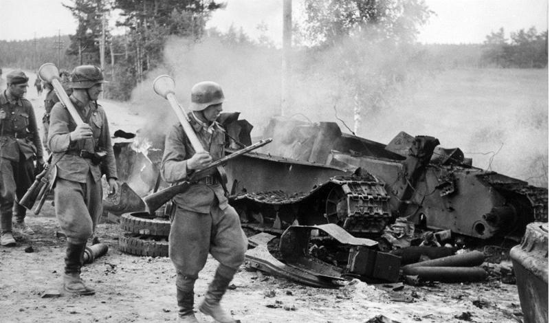 Для чего он был нужен Финны не стали рассматривать новый пистолет-пулемет в качестве основного вооружения солдата регулярной армии. Но как раз легких ручных пулеметов войскам и не хватало, поэтому Suomi быстро набрал популярность: на одно отделение приходилось три-четыре ПП.