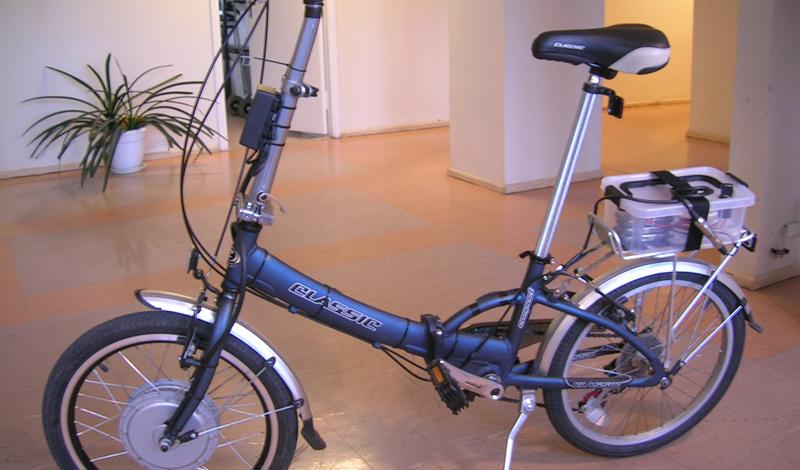 Аккумулятор Тип аккумулятора влияет на расстояние, которое может проехать велосипед, и на его вес. Лучше всего будет выбрать литий-ионные аккумуляторы: они обеспечивают максимальную длину пробега и выдерживают около двух тысяч циклов перезарядки.