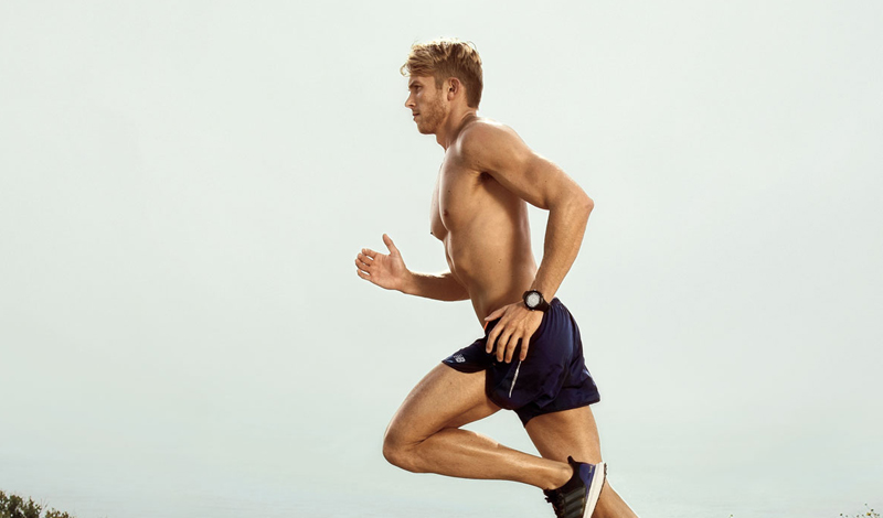 Мышцы Многие люди думают, что занятия бегом помогут прокачать только мышцы ног. На самом деле, при регулярных занятиях бегом (лучше, конечно, прибегать к интервальным тренировкам), работает практически все тело. Одни мышцы отвечают за движение тела, другие поддерживают баланс — без дела не остается ни одна часть организма. Обратите внимание на внешний вид бегунов, ведь они выглядят максимально органично.