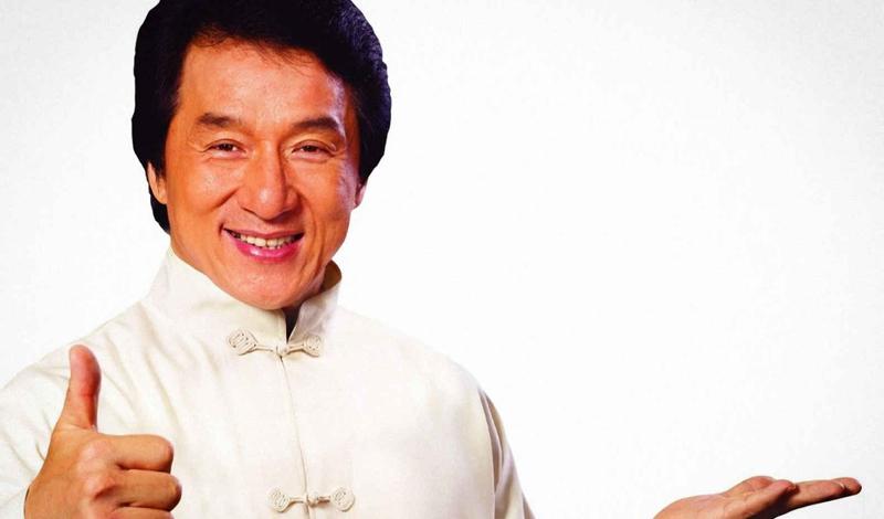 Джеки Чан Джеки Чан — настоящее опровержение всех существующих диетических канонов. Знаменитый мастер клинка и пинка ест все, включая мороженое и шоколад. Конечно, он старается не есть слишком жирную пищу слишком часто и, как и большая часть китайцев (кроме Брюса Ли), активно употребляет овощи.