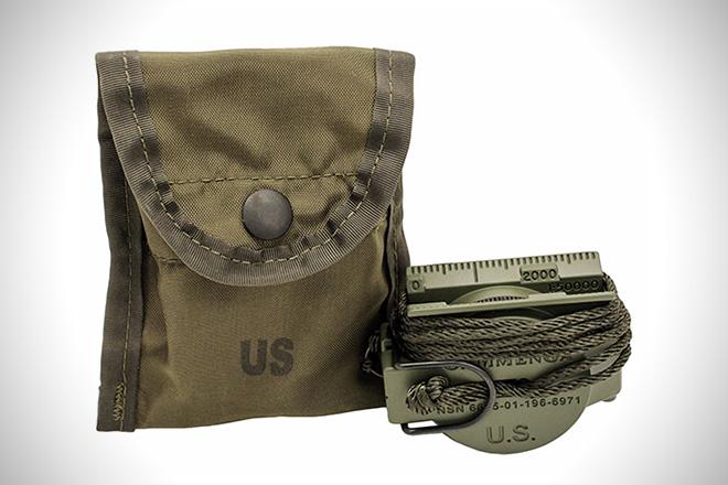 Cammenga Model 27CS Olive Drab Lensatic По-военному четкий, мощный и надежный инструмент. Компас был одобрен для использования Министерством обороны США — это значит, что он обладает сверхвысокой точностью и подходит для выполнения тактических задач. Работает при любых температурах, справляется с любыми экстремальными условиями. Титановый корпус покрыт фосфорной краской: посветите на него фонариком полминуты и пользуйтесь.