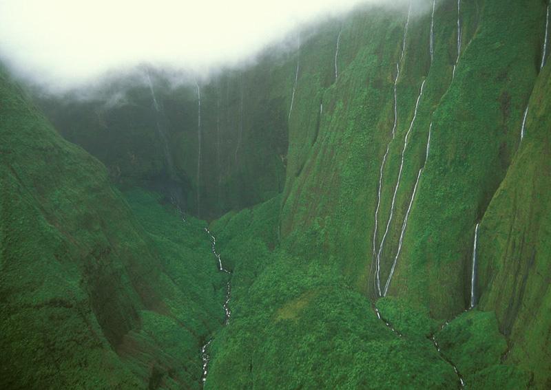 В период обильных дождей количество ручьев, как и их мощность, значительно увеличивается.