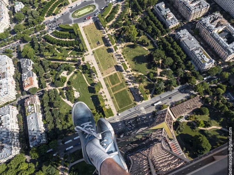 Париж с вершины Эйфелевой башни.