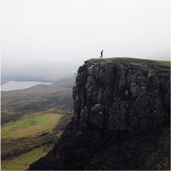 Он проехал почти всю Шотландию, чтобы сделать этот снимок для Johnnie Walker.