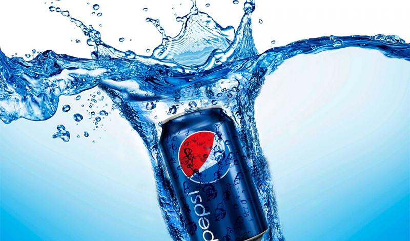 Газированные напитки Газированные напитки не зря называют настоящей бомбой замедленного действия. Высокое содержание кислоты, большое количество сахара и ароматизаторы, которые, по сути, являются сложными химическими соединениями, которые в принципе не умеет усваивать человеческий организм.