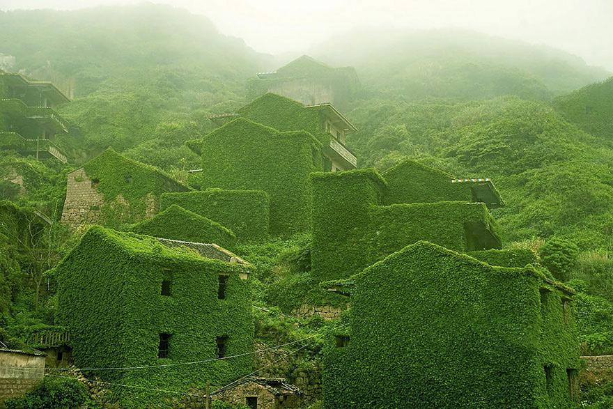 Расположенный в Восточно-Китайском море архипелаг Чжоушань состоит из 1390 островов и 3306 рифов. В его состав входит и 400 островов Шэнсы, известных своими пляжами и горными пейзажами.