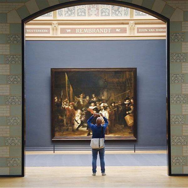 Рус также создал несколько снимков в музее Рейксмюзеум — крупнейшем национальном музее Нидерландов.