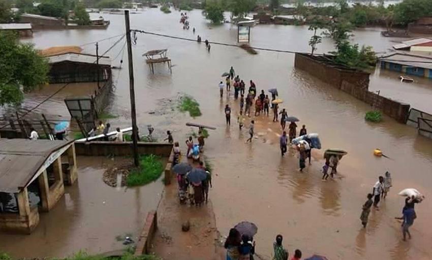 Малави, 2015 год В январе 2015 года наводнение в Малави лишило жизни по меньшей мере 200 человек. Природный катаклизм оставил без крова более 200 000 жителей. От ливней также пострадал и соседний Мозамбик.