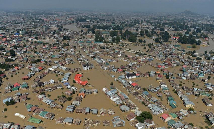 Кашмир, 2014 год Самое мощное за последние 60 лет наводнение случилось в индийской и пакистанской части Кашмира. К наводнениям привели проливные дожди. Стихия унесла жизни около 500 человек. Тысячи деревень и дорог оказались под водой.