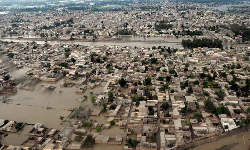 Пакистан, 2010 год Муссонные дожди привели к выходу из берегов сразу нескольких рек провинции Хайбер-Пахтунхва. 1/5 территории Пакистана оказалась под водой. От наводнения погибло более 1500 человек, более 15 тыс. домов было смыто водой.