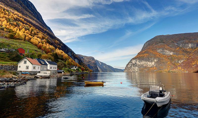 Ундредал, Согн-ог-Фьюране, Норвегия Этот небольшой городок вырос в 1980-х годах. С того момента здесь мало что изменилось, разве что в пустынное место проникли некоторые достижения современной цивилизации. Но его всего также населяет около 100 человек.