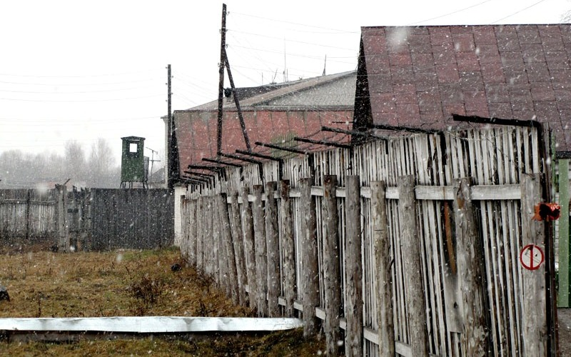 Пермь-36 Бывший лагерь, расположенный неподалеку от города Пермь. В настоящее время эта исправительно-трудовая колония строгого режима для осужденных за «особо опасные государственные преступления» превращена в музей – Мемориальный музей истории политических репрессий «Пермь-36». Бараки, вышки, сигнально-предупредительные сооружения и инженерные коммуникации были здесь отреставрированы и воссозданы заново.