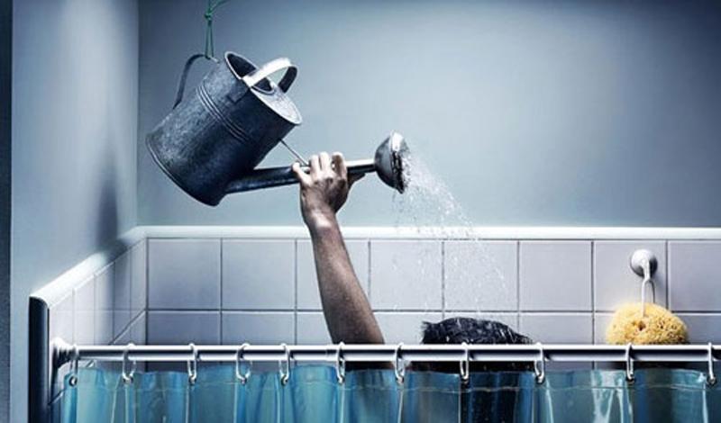 Сауна И сауна, и самая обычная баня значительно усиливают клеточную активность. Открытые, чистые поры увеличивают циркуляцию крови в клетках, что приводит к стимуляции обмена веществ. Собственно, для этой цели подойдет и горячая ванна, а самым верным способом ускорить свой метаболизм с помощью воды станет обычный контрастный душ.