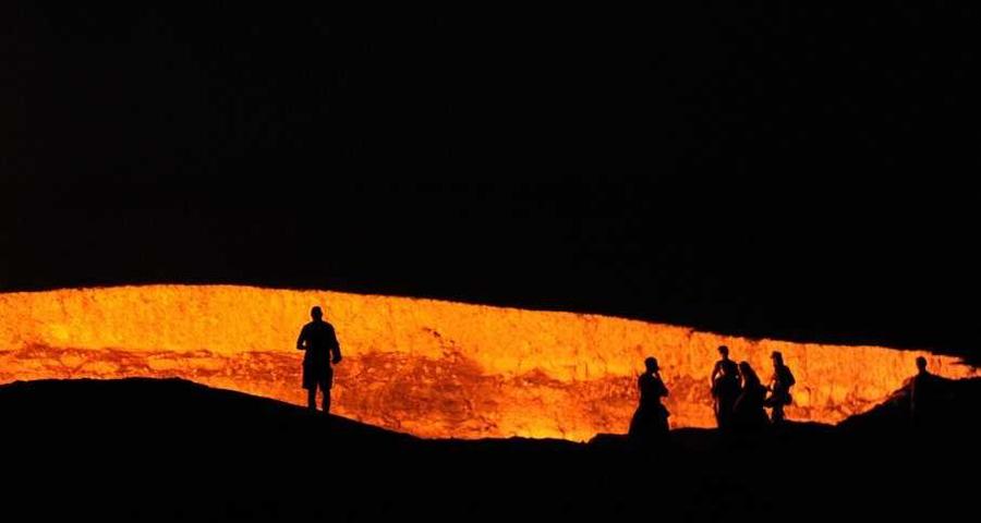 Туркменистан Количество туристов за год: 8 961 Почему так мало: эта страна, по мнению многих западных журналистов, играет в той же лиге, что и Северная Корея. Сходство придает обязательный гид, которого навязывает правительство каждому иностранному туристу. И все же, здесь есть на что посмотреть. Люди приезжают приобщиться к инфернальному опыту: Дарваза, «Врата ада», приманивает сюда тех немногих туристов, кто отваживается на смелое путешествие.