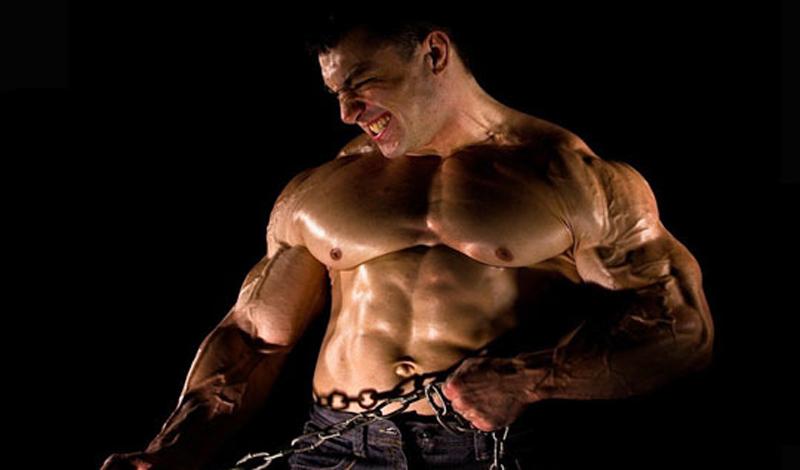 Тренировки на массу и силу Это ключевая позиция всей тренировочной базы команды. Все, без исключения должны заниматься по одной схеме: работа на грудь, плечи и руки (отжимания, жим штанги лежа, подтягивания с отягощением, работа с гантелями на бицепс, трицепс и предплечье); проработка мышц ног и спины (становая тяга, приседания с отягощениями, тяги блоков); работа на пресс, которой завершается каждая тренировка. Не бойтесь перетренированности: главное — адекватно оценивать собственные силы.