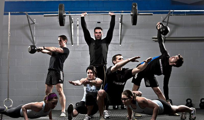 Круговые тренировки Важной частью подготовки являются круговые тренировки. Этот эффективный метод повышения выносливости позволяет морякам продержаться все девять месяцев на очень непростой дистанции. Каждую неделю, таким образом спортсмены занимаются минимум один раз, включая в программу до девяти варьируемых упражнений, выполняемых в четыре круга.