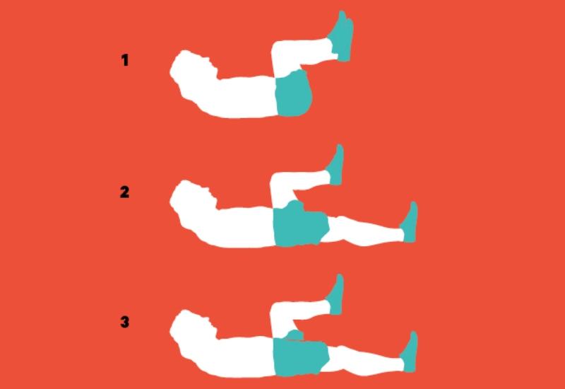 Приседания лежа Лягте на спину и поднимите обе ноги так, как если бы вы сидели в кресле (1). Сфокусируйтесь на том, чтобы ваша спина была крепко прижата к земле, пока вы выполняете это упражнение. Медленно выпрямляйте и одновременно опускайте одну ногу, пока пяткой не коснетесь земли (2, 3). Через одну-две секунды поднимите эту ногу в исходное положение и переключитесь на вторую.