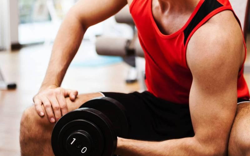Бегунам не нужны силовые тренировки Двух мнений тут быть не может – силовые тренировки просто необходимы. С их помощью вы натренируете мышцы и укрепите суставы, на которые приходится наибольшая нагрузка при беге. Регулярные тренировки 2-3 раза в неделю укрепят тело и помогут добиться лучших результатов.