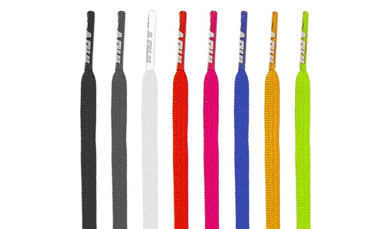 Шнурки Шнурки, как правило, пачкаются быстрее всего, особенно светлые. Эта мелкая деталь способна испортить облик всей паре, так что обратите на шнурки особое внимание. Не ленитесь стирать их раз в неделю. Еще проще будет выбраться в магазин и купить сразу несколько пар шнурков — тогда грязные можно будет просто выкидывать.