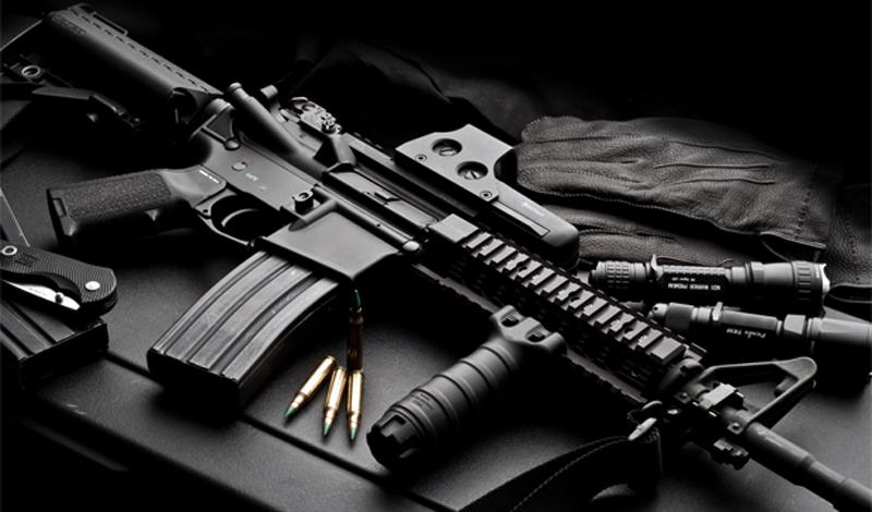ХарактеристикиM16 – Масса: 2, 88 кг. – Длина: 969 мм. – Емкость магазина: 30 патронов – Калибр: 5,56 мм. – Патрон: 5,56х45 мм. – Скорострельность: 750 выстрелов в минуту – Прицельная дальность: 450 метров