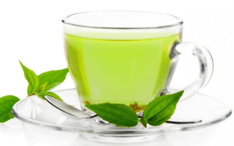Зеленый чай Этот напиток является мощным антиоксидантом, и не только способствует сжиганию жира, но и снижает риск воспаления, сохраняя ваши суставы подвижными. Зеленый чай содержит катехин эпигаллокатехин-3-галлат – вещество, ингибирующее некоторые молекулы иммунной системы, которые могут стимулировать воспаление.