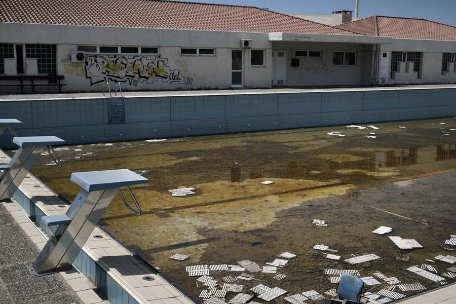 Вот так сейчас выглядит тренировочный олимпийский открытый бассейн.