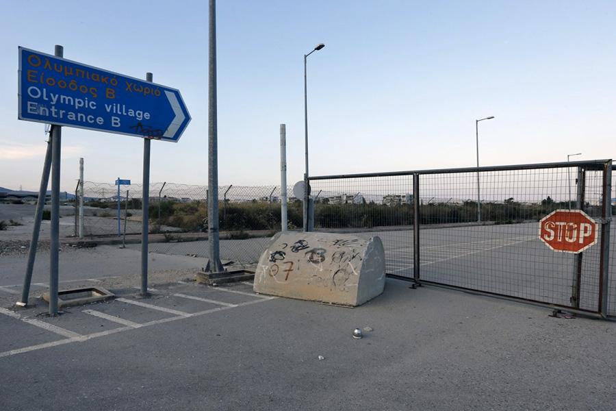 В результате вход в олимпийскую в деревню был закрыт.