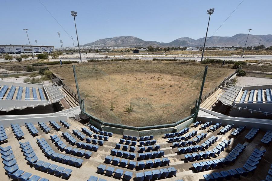 Оказалось, что софтбол в Греции совсем непопулярен и играть в него просто некому.