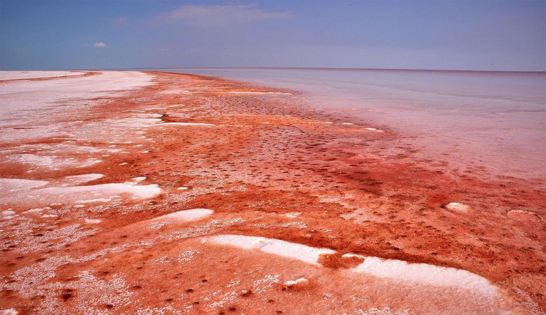 Туз: одно из самых странных и необъяснимых озер в мире (7 фото)