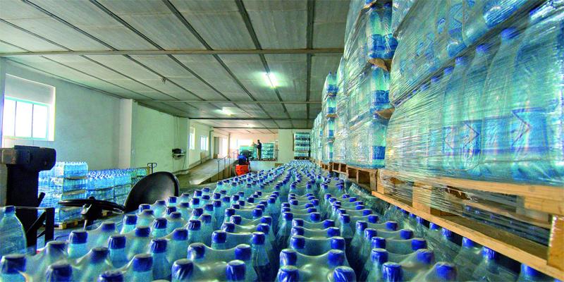 Химическая реакция Все вышесказанное справедливо для воды, производитель которой не стремится сэкономить на таре. А таких предпринимателей, к сожалению, большинство. Бутилированная вода может, из-за химических примесей, неблаготворно влиять на репродуктивную функцию. Здесь могут содержатся малеаты и фумараты, работающие как эндокринные разрушители.