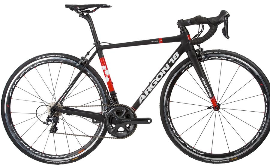 Argon 18 Nitrogen Pro Команда: Bora-Argon 18 Этот велосипед, с его изящными обводами и малым весом легко попадает в категорию аэро. Как и другие аналогичные аппараты высокого уровня, он требователен к седоку и принимает только настоящих профессионалов.