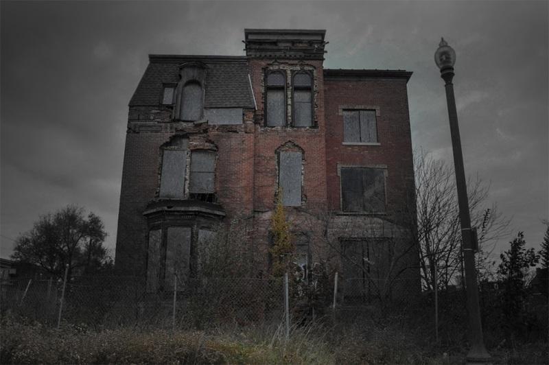 В 1941 году этот дом был борделем. Годы спустя в подвале были найдены несколько тел, у каждого из которых все органы были размечены идеальными кругами.