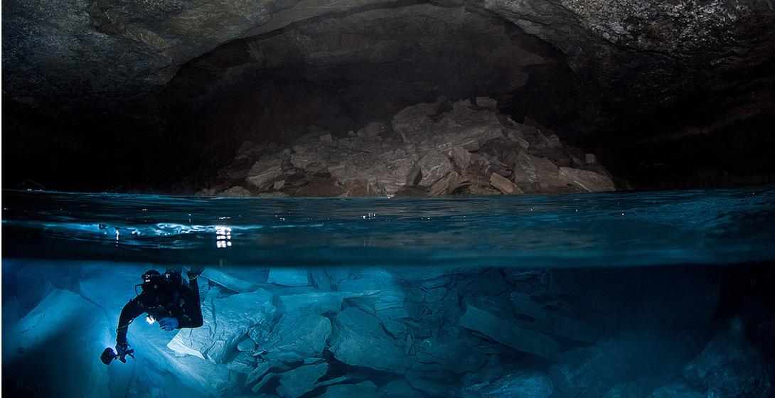 Ординская, Россия Пещера Ординская расположена на юго-западной окраине села Орда Пермского края, на левом берегу реки Кунгур. Она является самой длинной подводной пещерой в России и самой большой гипсовой пещерой в мире. Длина обследованных ходов пещеры составляет 4600 метров. При этом сухая часть пещеры занимает лишь 300 метров, а более 4000 метров – под водой.