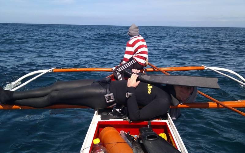 Тренировка статической остановки дыхания Эту методику используют глубоководные водолазы, чтобы приучить легкие выдерживать последствия длительной задержки дыхания. Статическими их называют потому, что во время их выполнения необходимо оставаться на месте, не плавать и вообще не двигаться. Есть две программы тренировки: первая поможет справляться с избытком СО² , а другая позволит увеличить объем легких и, следовательно, количество хранимого в них кислорода.