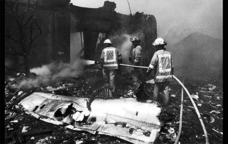 Piper Archer и Aeromexico Год аварии:1986 Модификации:транспондеры, системы TCAS II   Несовершенства системы контроля за трафиком в аэропорту и недостаточное оснащение самолетов малой авиации привели к тому, что при заходе на посадку в аэропорту Лос-Анджелеса произошло столкновение лайнера DC-9 компании Aeromеxico и четырехместного самолета Piper Cherokee Archer II. Самолеты упали в жилом районе, погибли 82 человека. После происшествия самолеты малой авиации начали оборудовать транспондерами — устройствами для идентификации авиадиспетчером воздушного судна, а также системами TCAS II, предотвращающими столкновение в воздухе.