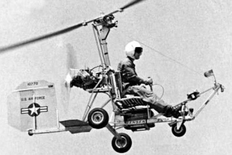 Х-25. 1955 год Одноместный вертолет, также известный как Бенсен-8, был разработан русским эмигрантом Игорем Бенсеном. Изначально, созданный им автожир не предназначался для военных целей, а широкую известность получил благодаря тому, что безмоторным летательным аппаратом можно было пользоваться без получения лицензии пилота. К тому же, это был простой и дешевый способ самостоятельно обучиться пилотированию. ВВС США приспособили автожир под свои нужды для спасения сбитых летчиков. Впрочем, хотя программа по использованию Х-25 была начата в 1955 году, состоялось только два испытательных полета, затем проект прикрыли.